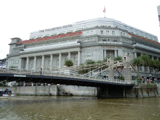 The Fullerton Hotel Singapore: Grand building