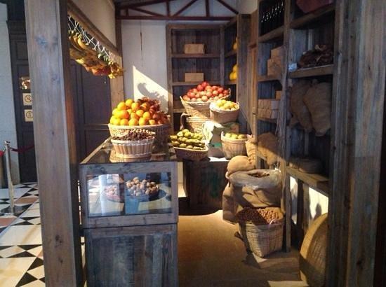 Sunwen West Road Pedestrian Street: A fruit store in the 40's