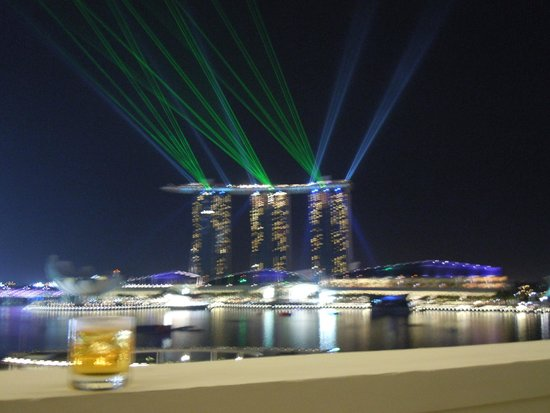 The Fullerton Hotel Singapore: Laser show every night.