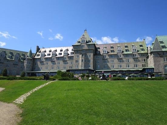Fairmont Le Manoir Richelieu : Stunning Grounds and Hotel