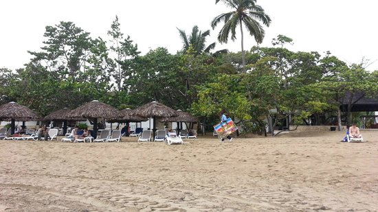 BlueBay Villas Doradas Adults Only: Bar and restaurants from the beach
