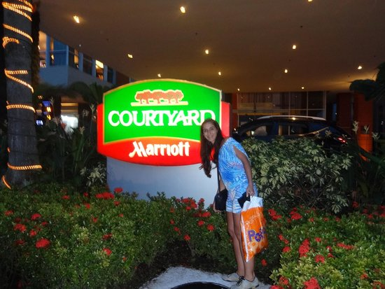 Courtyard Panama at Multiplaza Mall: Jardim do Hotel