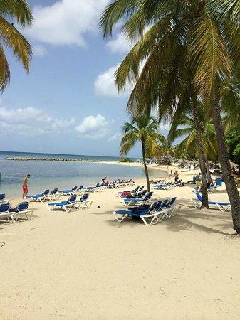 Windjammer Landing Villa Beach Resort: The beach at 8am.