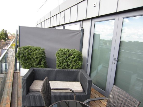 The Varsity Hotel & Spa: New Deck Partition