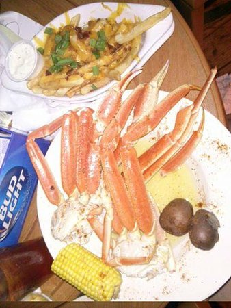 Loggerhead's Beach Grill : Loggerheads Beach Grill really specializes in snow crabs
