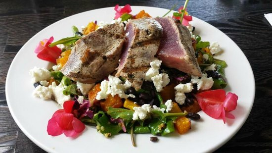 Common Ground Kauai : Amazing Ahi salad