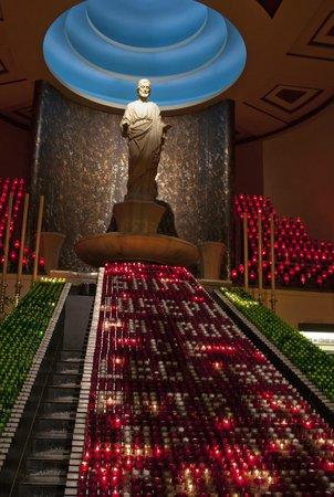 Oratoire Saint-Joseph du Mont-Royal : тысяча свеч