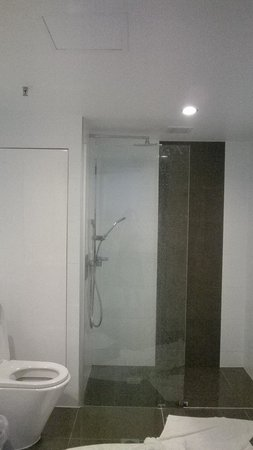 Hotel Grand Chancellor Surfers Paradise: bathroom