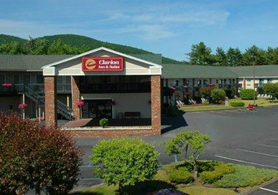 Clarion Inn & Suites : Front of the Hotel