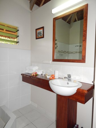Aore Island Resort : Studio Beachfront Bathroom