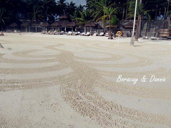 Fridays Boracay Resort: they do arts