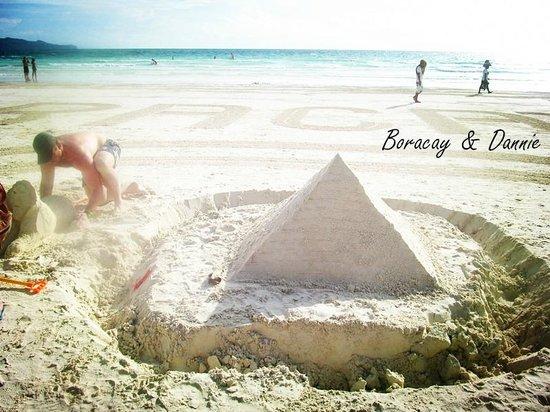 Fridays Boracay Resort: some entertainment