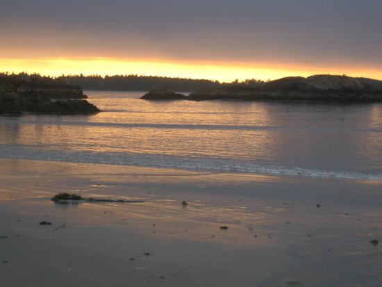 Crystal Cove Beach Resort: Sunset