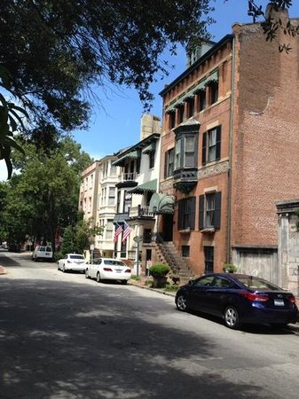 Savannah Historic District: Buildings on the Square