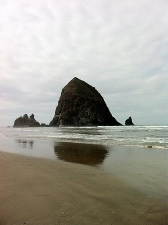 Cannon Beach: So wish we could climb that monolith!