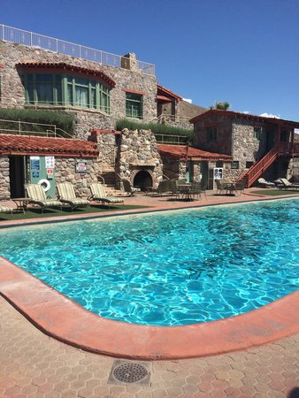 Furnace Creek Inn and Ranch Resort: Pool with water at 108F ;)
