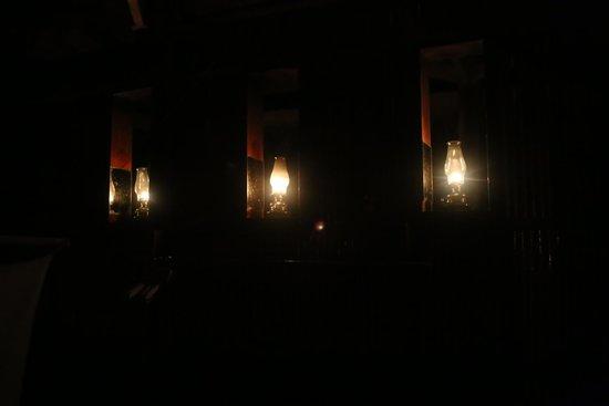 Refugio Amazonas: Oil lamps