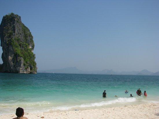 Poda Island: white sandy beach
