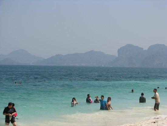 Poda Island: very little crowd