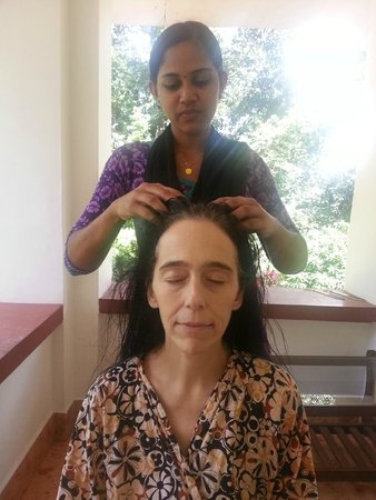 Chamundi Hill Palace Ayurvedic Resort: Indian Head Massage on my balcony
