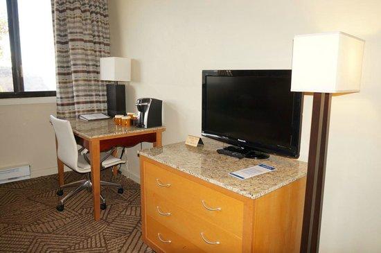 Kachina Lodge: Desk and TV/Dresser