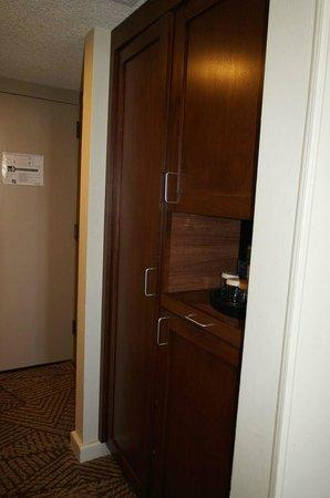 Kachina Lodge: Closet