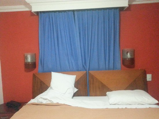 Hotel Charthon Barranquilla : ni parecido a las fotos de publicidad