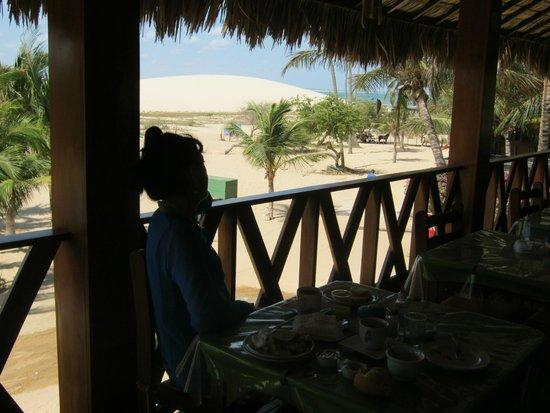Pousada do Norte: Desayunando mirando la duna donde vamos cuando se pone el sol FANTASTICO