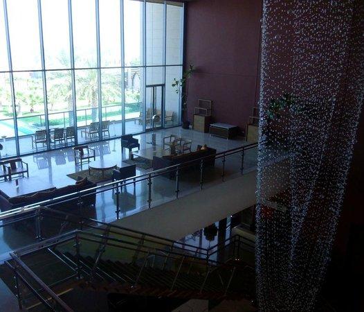 Hilton Kuwait Resort: Hotel lobby area