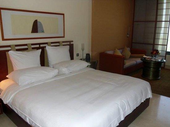 Hilton Kuwait Resort: The spacious stanard room