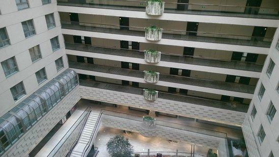 Crowne Plaza Beijing Wangfujing: Hotel courtyard