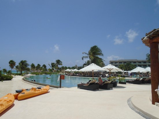 Secrets Maroma Beach Riviera Cancun: Pool area