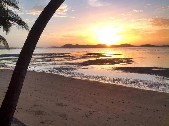 Friendship Beach Resort & Atmanjai Wellness Centre: From my beachfront room