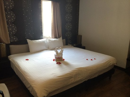 ORCHID HOTEL: The massive bed and towel animal in our room when we arrived.