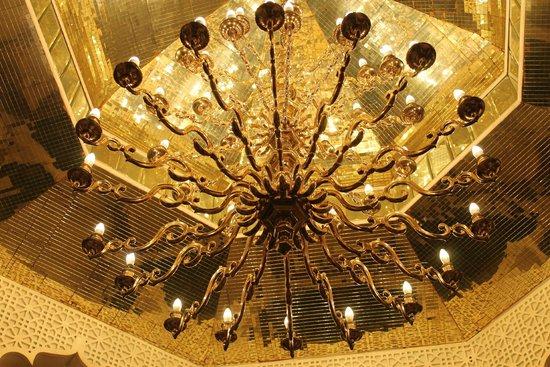 The Leela Mumbai: lights