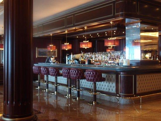 Grand Hotel Dino : Enjoy a quiet pre-dinner drink in the bar.
