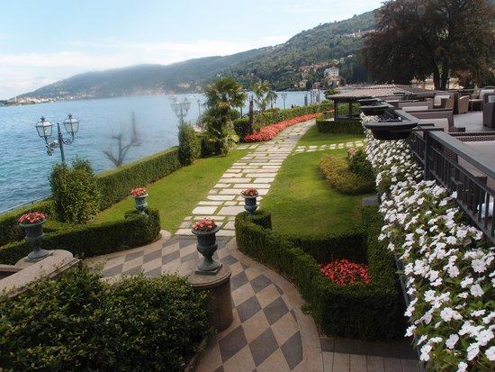 Grand Hotel Dino : Admire these beautifully maintained gardens.