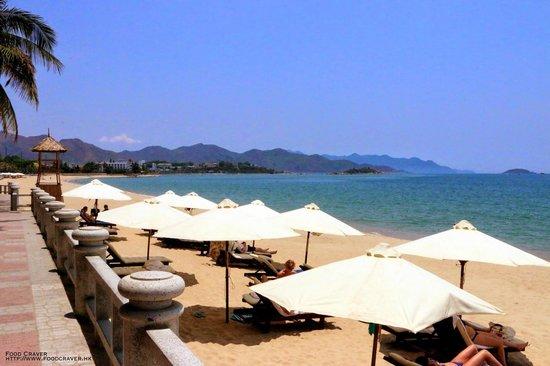 Sunrise Nha Trang Beach Hotel & Spa : Private Beach