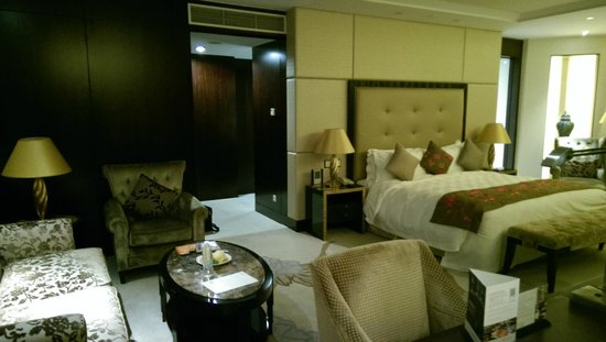 InterContinental Hotel Dalian: The Deluxe room, with a suite feel.
