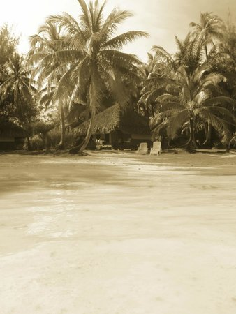 Eden Beach Hotel Bora Bora: Back in Time 100yrs...