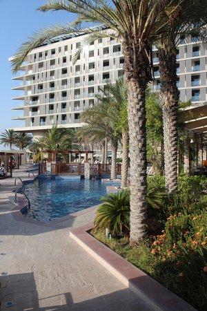 Radisson Blu Hotel, Abu Dhabi Yas Island : Pool området