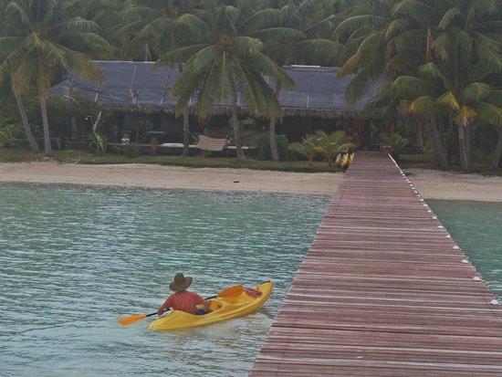 Eden Beach Hotel Bora Bora: Dock, Beach, Restaurant/Bar