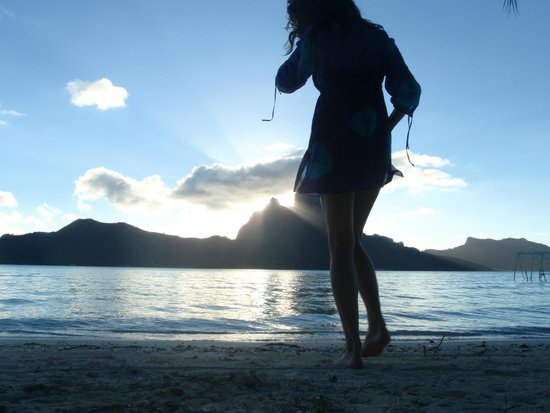 Eden Beach Hotel Bora Bora: Sunset on our first day there, not your typical Monday!!!