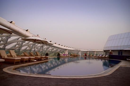 Yas Viceroy Abu Dhabi: la piscine