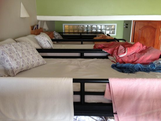 Camory Backpackers Hostel: mix room