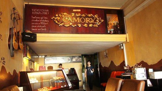 Camory Backpackers Hostel: 1 floor is restaurant!
