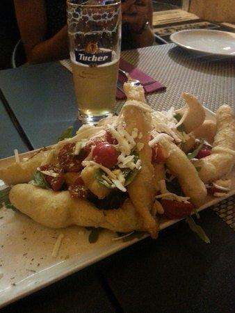 Sottosopra Restaurant: Massa fritta con rucola, pachino e ricotta salata