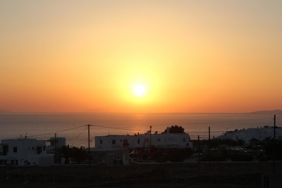 Aeolos Mykonos Hotel: Sunset from the pool