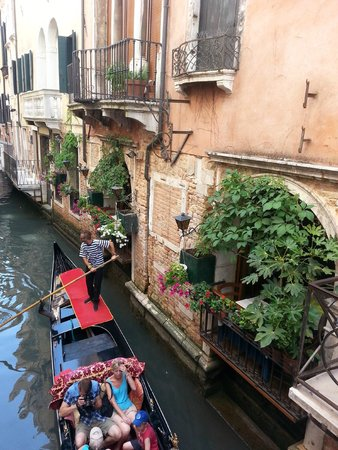 Alcyone Hotel: Utsikten vår ut i kanalen, rommet rett over spisesalen,stille.