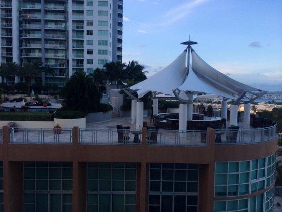 YVE Hotel Miami: Vista con vicini